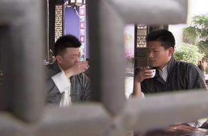 小姐在茶馆喝茶,不料听到大秘密,她打算拿秘密与风流少爷做交易