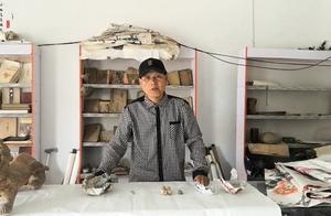 老人收藏的一些古币,年代久远,每一枚都价值不菲。