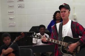 贾斯汀比伯吉他弹奏《love yourself》,现场的粉丝都哭了!