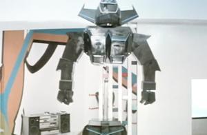 变形金刚还能分成两段,机械人黑霸王上下体分离,躲过金刚射击