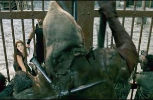 生化危机:精英怪三角头终于登场,手枪爆头他都只是哆嗦一下