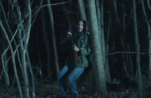 终极囚禁:男子大半夜发现树林被人封锁,刚走几步就踩进猎杀陷阱