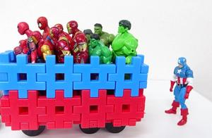 益智玩具,托马斯火车这是要送蜘蛛侠绿巨人钢铁侠去哪儿呢?
