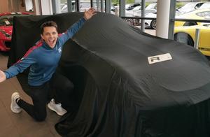 土豪花280万订购的保时捷911到货,掀开遮车布那一刻全是惊喜!