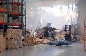 现场画面!美国一架F-16战机坠毁砸进一栋建筑 飞行员弹射逃生