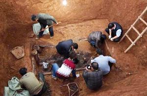 战国古墓挖出一堆垃圾,考古人员看到后,说这堆垃圾价值超过一切