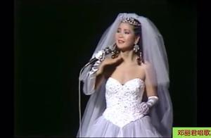 邓丽君唱歌时忘词瞬间,太可爱了,全场气氛不尴尬,还很温馨
