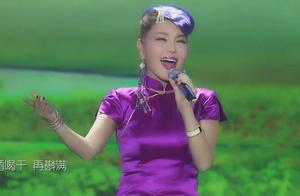 蒙古之花乌兰图雅现场《四首草原歌曲》,天籁歌声,美到了极致!