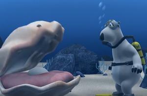 倒霉熊:倒霉熊在海里潜水,结果遇到大鲨鱼,胆子还挺大啊