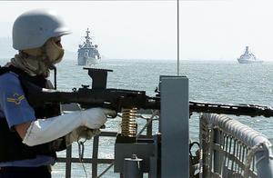 世界都在盯着伊朗之时,美国盟友却发生内讧,大量军舰海上对峙