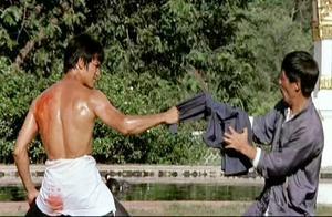 李小龙跟大黑老大对决,拳拳到肉太精彩,这才是货真价实的真功夫