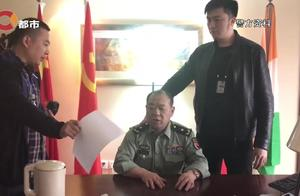 男子冒充军官,自称手握军方工程,被抓时虚张声势:你们竟敢动我