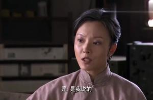 母亲为了阻止父子俩自相残杀,把儿子的身份告诉团长,不顾大局