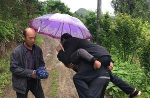 四川农村水泥路不通,老人生病靠人背,难道落后地区就真没人管?
