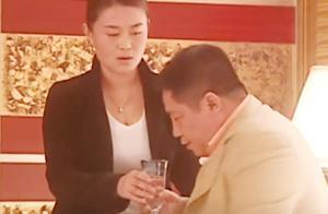 马大帅:酒后胡总想欺负秘书阿薇,遭到她强烈反抗没能得逞!