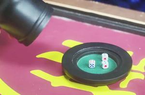 王爷在赌场赢了钱,恶霸拦着不让走,不料王爷做法解气,恶霸秒怂