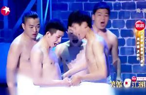 笑傲江湖:五个年轻小伙表演创意误导,嗨翻整个舞台,太逗了