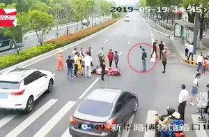 男子围观车祸现场,结果自己也被撞了:前后间隔仅6分钟!