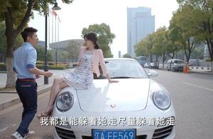 富少和小女友私会,女友坐在豪车上秀大腿,富少直接把她拉进车!
