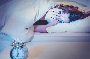 肝若不好,睡觉先知!睡觉时出现3个异常,说明肝脏已经受损了
