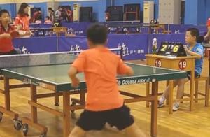 现在小孩打乒乓球好厉害!砍式发球再暴力进攻,健壮大哥都被吊打