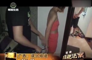 多名女子浓妆艳抹,在房间交易时,被蹲守多时的民警现场抓获