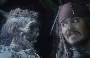 加勒比海盗4:杰克想要拿走宝图,谁知骷髅却动了起来,盯着杰克