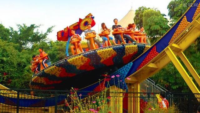 到深圳玩、两个人最少需要多钱、包括吃和住、想去深圳欢乐谷、