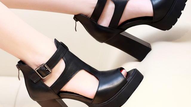 亲们我买了一双高跟鞋鞋是鱼嘴鞋我脚指头长老往外弄怎么办啊