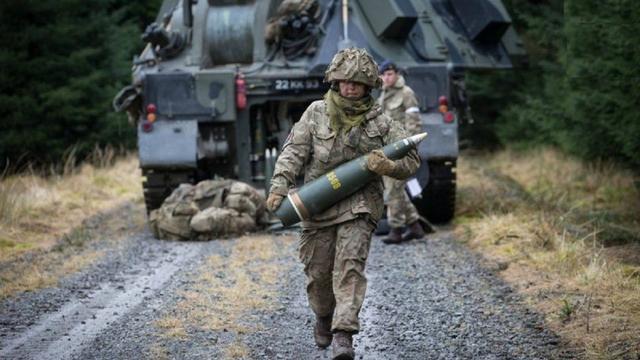 美制155mm榴弹炮的射程和杀伤力有多大