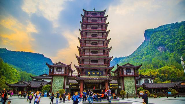 张家界三日游住在武陵源画卷路的铂尔曼酒店不住山上行程怎么规划非常感谢
