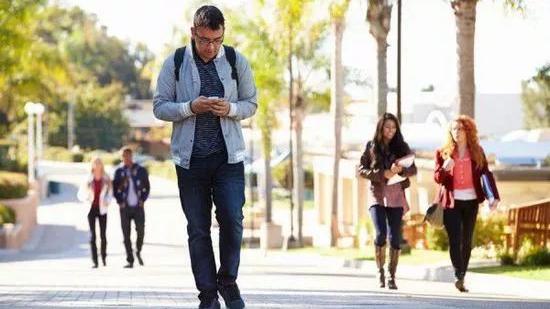 手机用流量上网速度太慢了怎么回事信号一直显示4G
