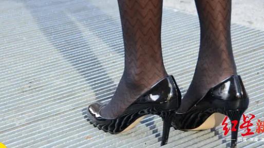 关于学校高中生可否穿高跟鞋上学广大教育工作者来说说意见..高中学生可以穿高跟鞋吗