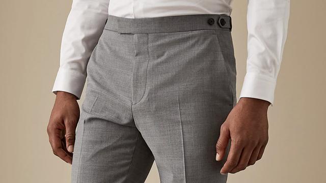 服装搭配问题灰色上衣男搭配什么颜色裤子
