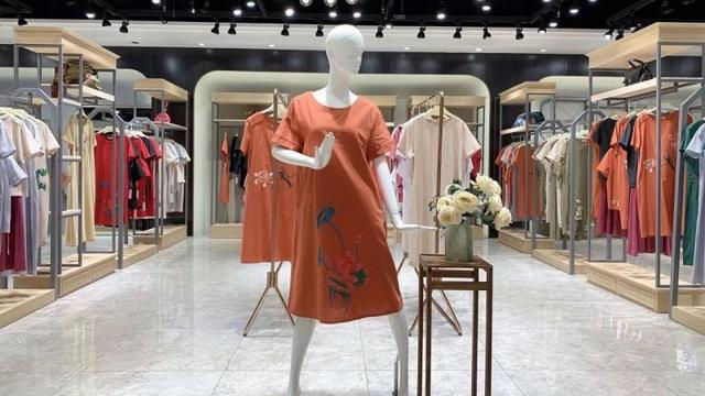 广州站西服装城经营哪些牌子衣服鞋等品牌衣服是仿的还是真的请介绍下还有仿的价格在哪里