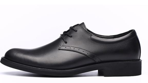 去银行工作鞋子要穿什么样的呢如果配正装求解