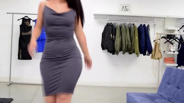 大家帮我介绍几款高档女性服装