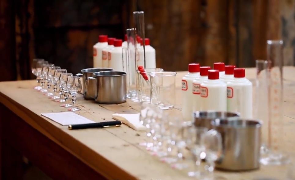 一瓶茅台酒是怎么酿造出来的?
