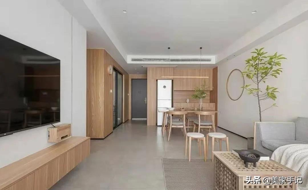 这是我见过最舒适解压的家,仅用白墙配原木便让人如沐春风,超美