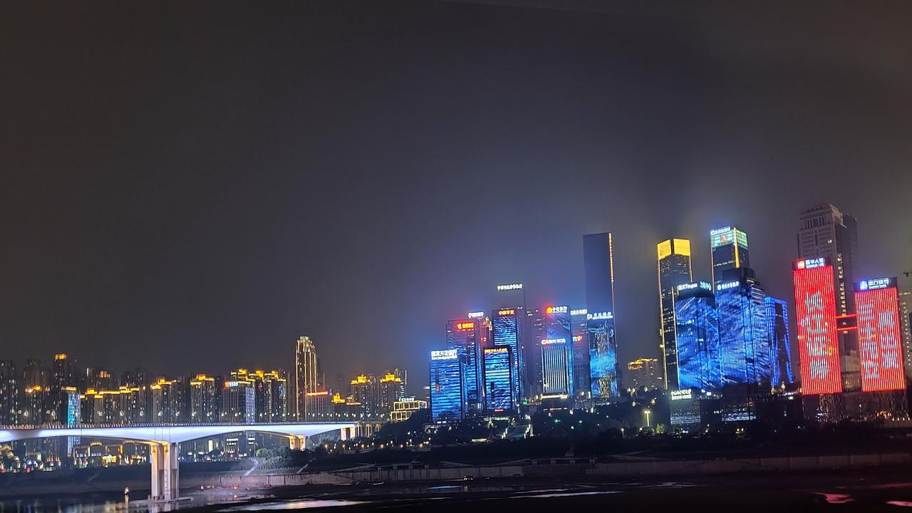 镜头中的山城夜景,OPPO Reno5 Pro+夜拍实力有多强?