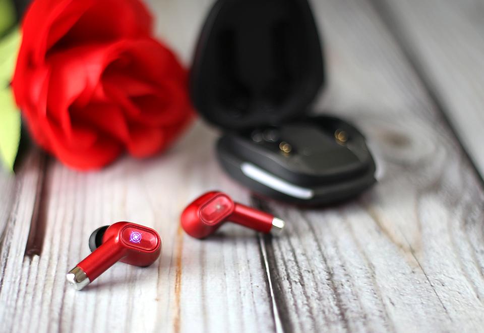 亲民定位、灯光酷炫、听声辩位,Xisem西圣Olaf真无线游戏耳机