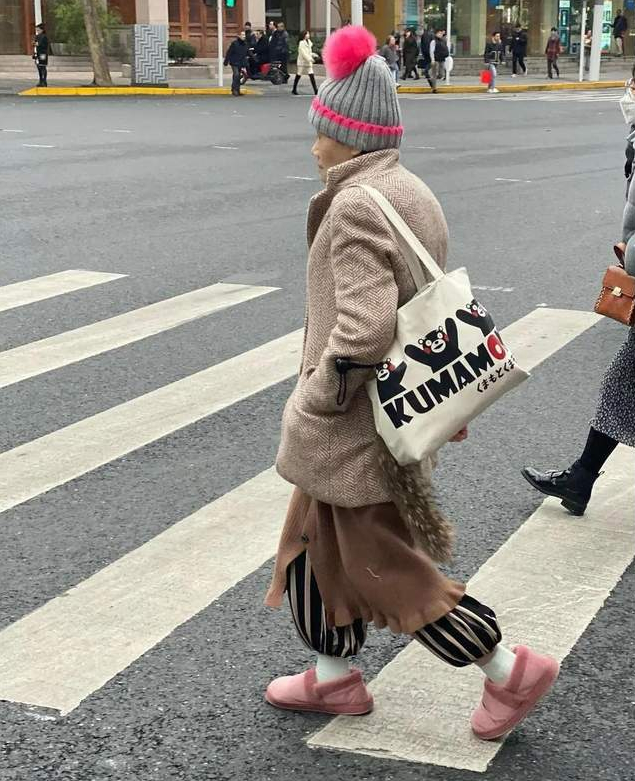 """惭愧,比起会穿,还不如老年人!上海街头的""""老年穿搭"""",真讲究"""