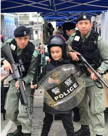 """查清了!有近10名香港警察拒绝宣誓效忠,他们离职就算完事了吗?清除警队中""""潜伏""""的内鬼,还任重道远"""