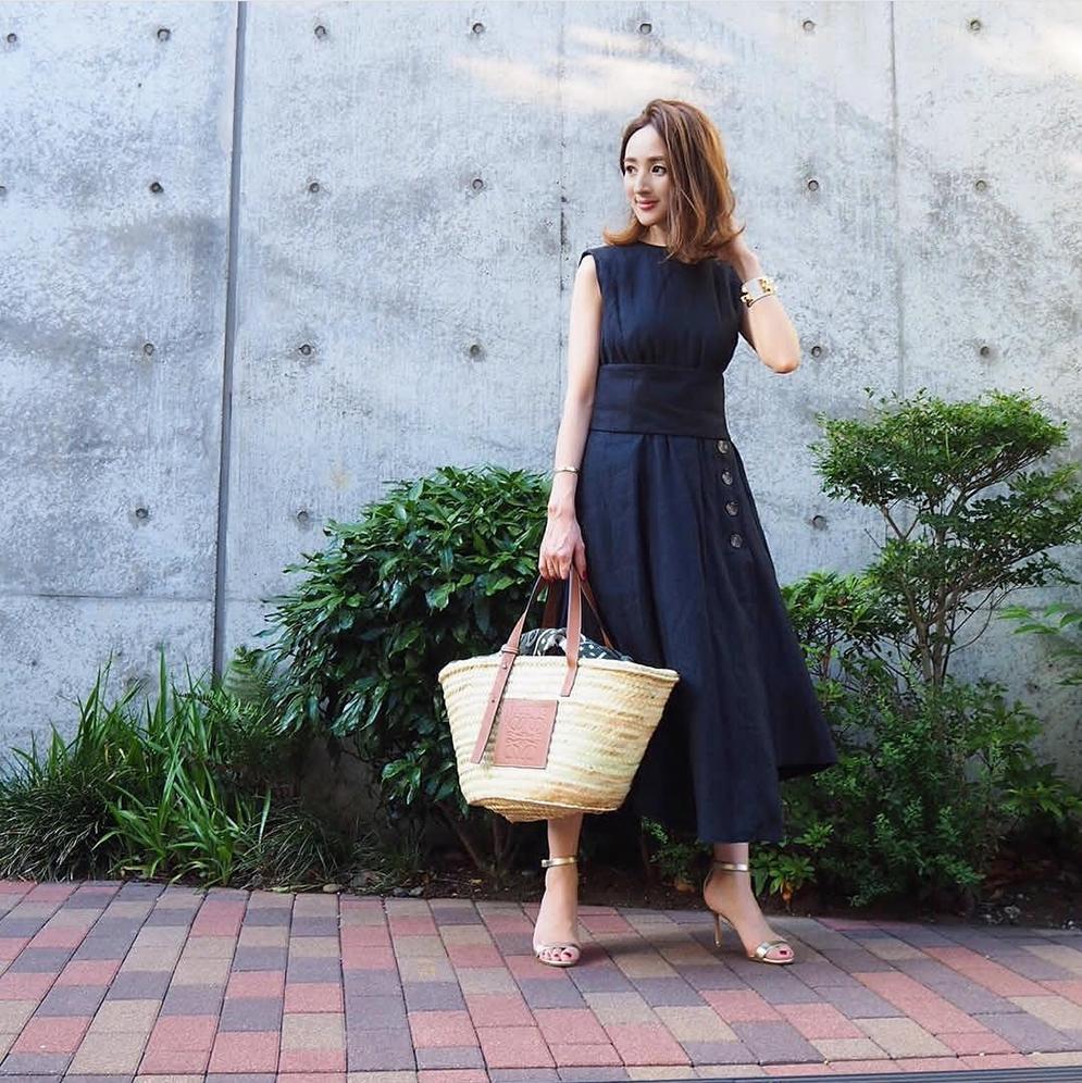 30+的女生穿大牌才高级?这位日本博主告诉你,投资基础款才对