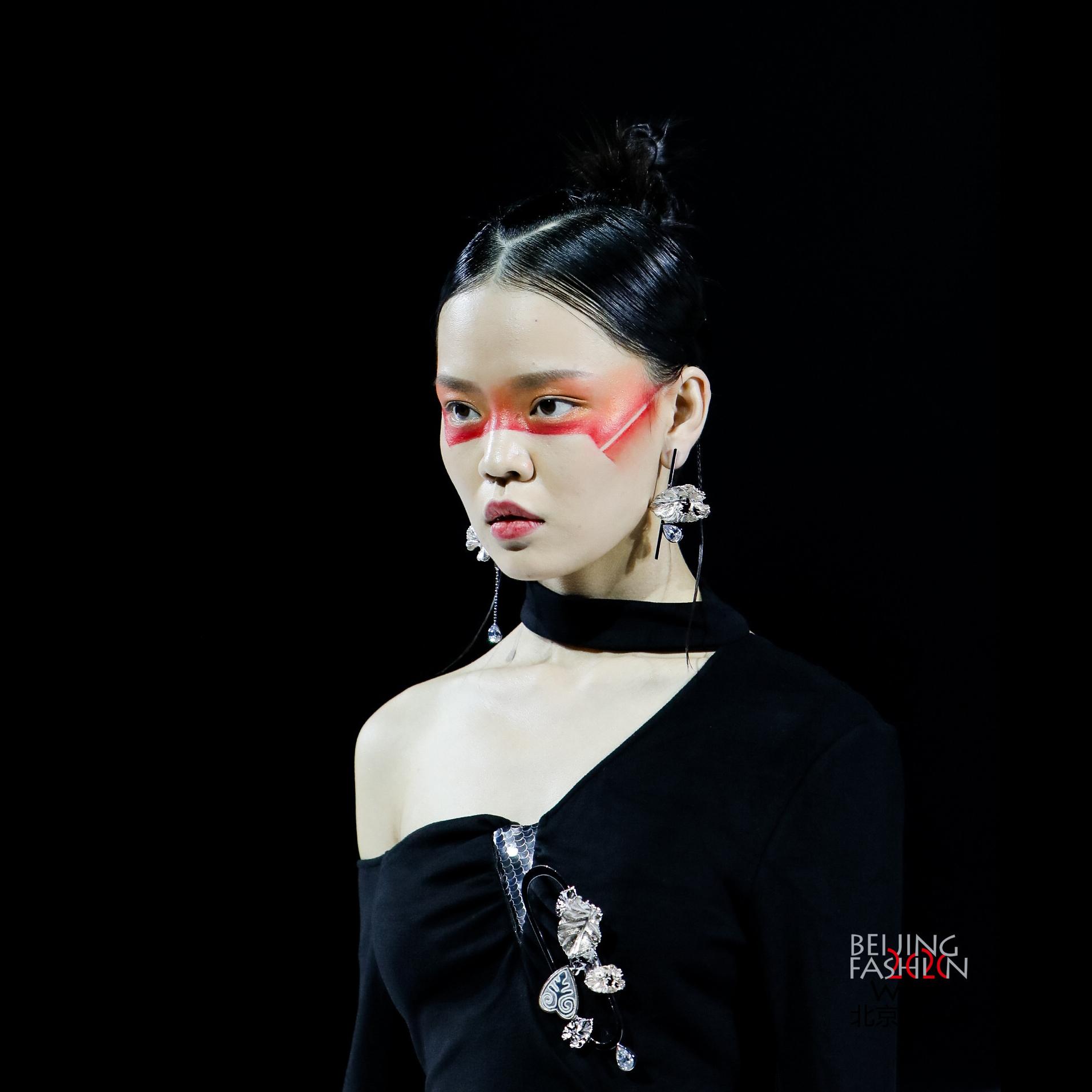 """JI.LInN 艺术首饰惊艳亮相""""彝""""韵新风·凉山印象发布会"""