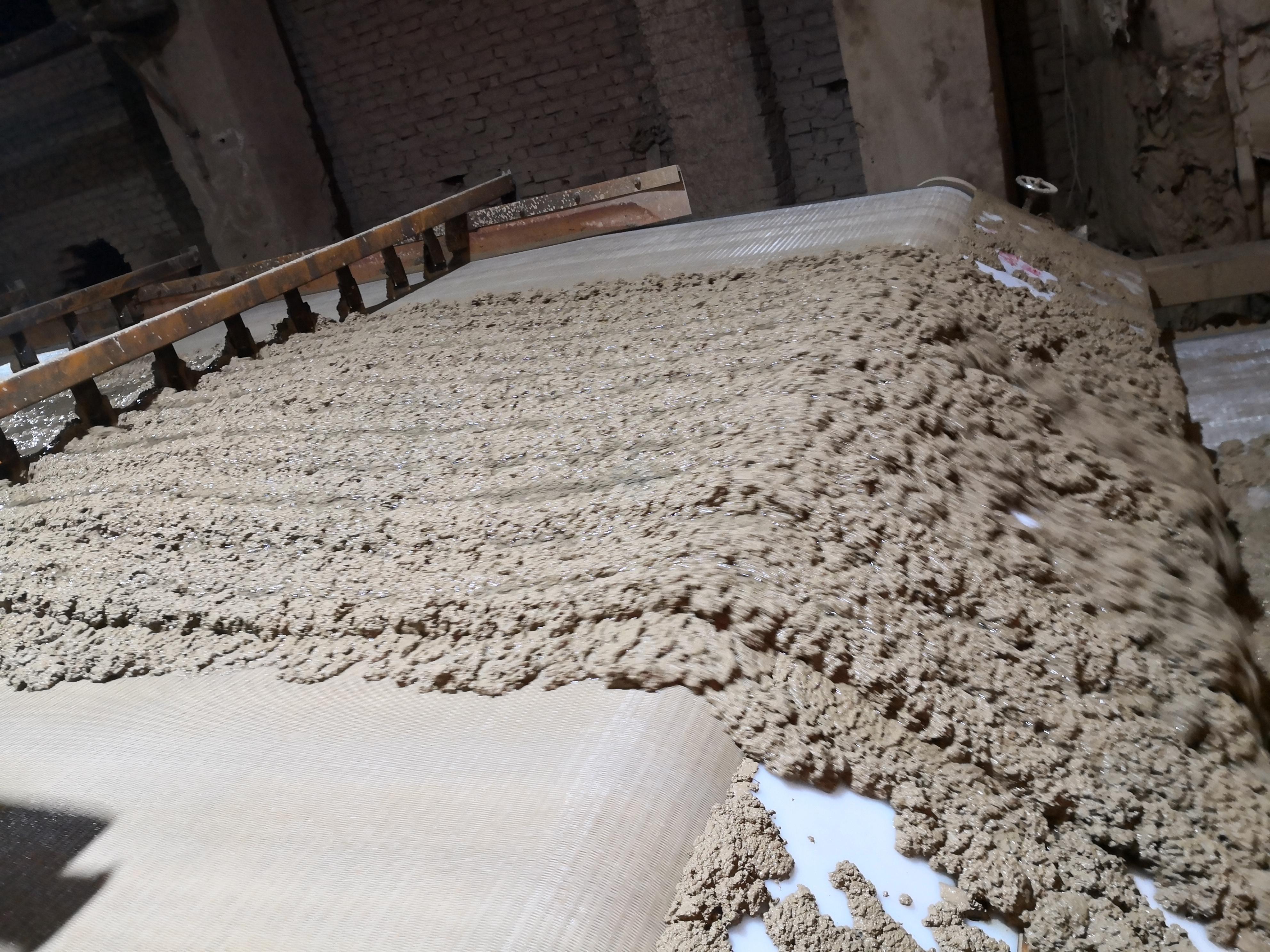 洗沙厂污水添加聚丙烯酰胺后污水在带式压滤机上的絮凝效果