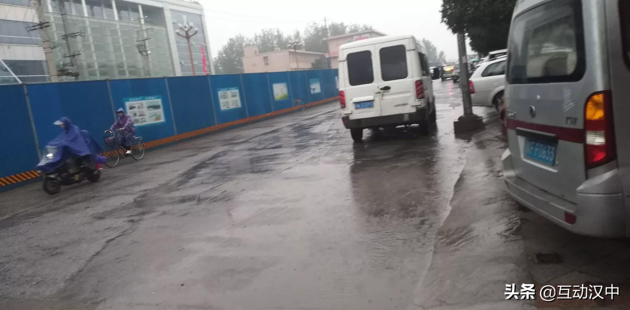 因修路,路�^石�R路�F路�t院段注意安全