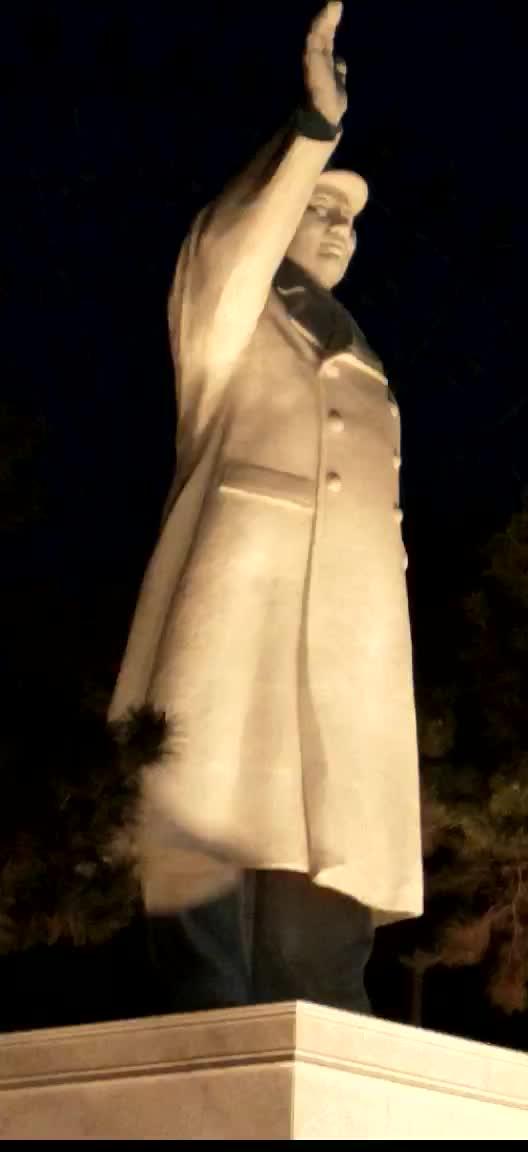 长春胜利公园,毛主席像。