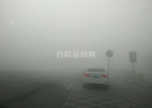 高速路有限时,超时要罚款,遇上大雾天气怎么办