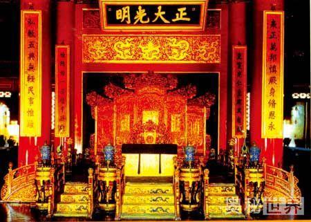 天坛祈年殿中间有四根高19.2米,底面直径为1.2米的龙井柱。 (1)四根龙井柱的周长一共是多少米